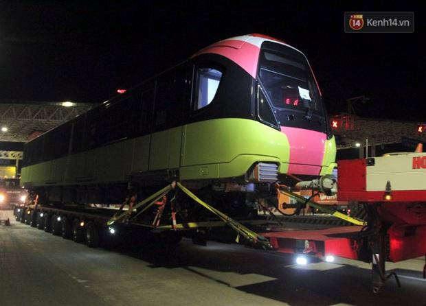 Đoàn tàu metro Nhổn - ga Hà Nội đã về đến Hà Nội, người dân sẽ được tham quan - Ảnh 2.