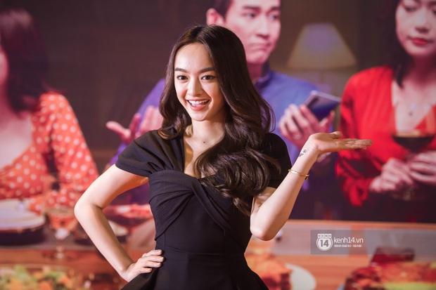 Kaity Nguyễn diện cây đen nền nã, dính như sam với tình màn ảnh Kiều Minh Tuấn ở thảm đỏ Tiệc Trăng Máu - Ảnh 2.