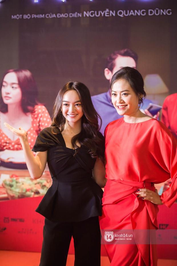 Kaity Nguyễn diện cây đen nền nã, dính như sam với tình màn ảnh Kiều Minh Tuấn ở thảm đỏ Tiệc Trăng Máu - Ảnh 6.