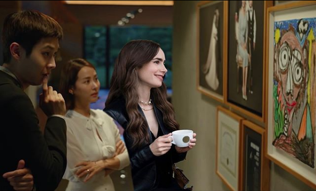 Hết quậy tưng Paris, Emily lại ghé chơi Hàn Quốc trong bộ ảnh cameo Ký Sinh Trùng cực nhắng nhít! - Ảnh 6.