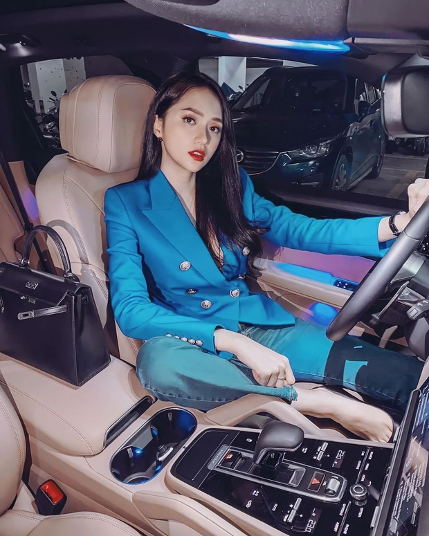 Instagram look của sao Việt tuần qua: Ngọc Trinh diện quần táo bạo trông như lộ nội y, Amee ngày càng chất - Ảnh 1.