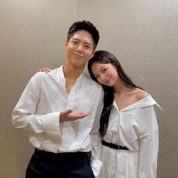 Cặp đôi Reply 1988 tái ngộ, netizen đào lại khoảnh khắc Hyeri tình tứ với Park Bo Gum trước mặt bạn trai xịn Ryu Jun Yeol - Ảnh 2.
