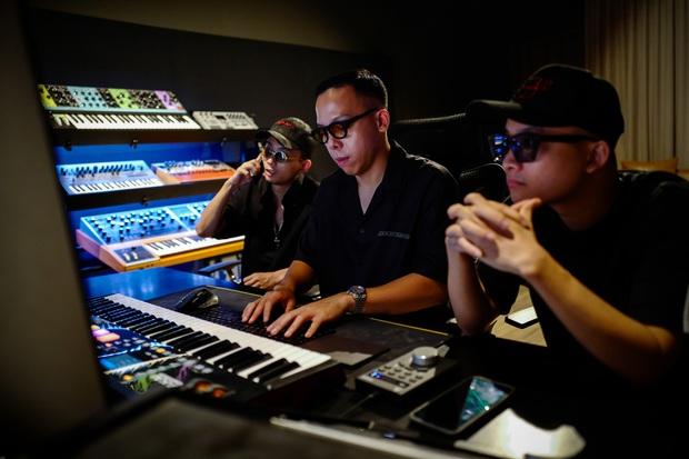 Rhymastic tiết lộ vai trò khác tại Rap Việt, ngoài Touliver và Slim V còn có 2 thành viên SpaceSpeakers cũng tham gia làm beat - Ảnh 3.