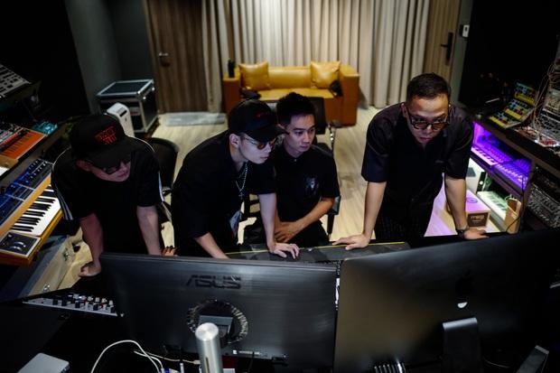 Rhymastic tiết lộ vai trò khác tại Rap Việt, ngoài Touliver và Slim V còn có 2 thành viên SpaceSpeakers cũng tham gia làm beat - Ảnh 6.