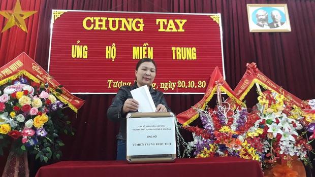 Các giáo viên trường cấp 3 ở Nghệ An từ chối nhận hoa ngày 20/10 để ủng hộ bà con miền Trung - Ảnh 2.