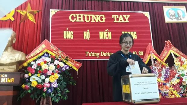 Các giáo viên trường cấp 3 ở Nghệ An từ chối nhận hoa ngày 20/10 để ủng hộ bà con miền Trung - Ảnh 8.