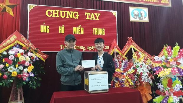 Các giáo viên trường cấp 3 ở Nghệ An từ chối nhận hoa ngày 20/10 để ủng hộ bà con miền Trung - Ảnh 7.