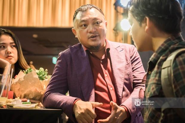 Kaity Nguyễn diện cây đen nền nã, dính như sam với tình màn ảnh Kiều Minh Tuấn ở thảm đỏ Tiệc Trăng Máu - Ảnh 8.