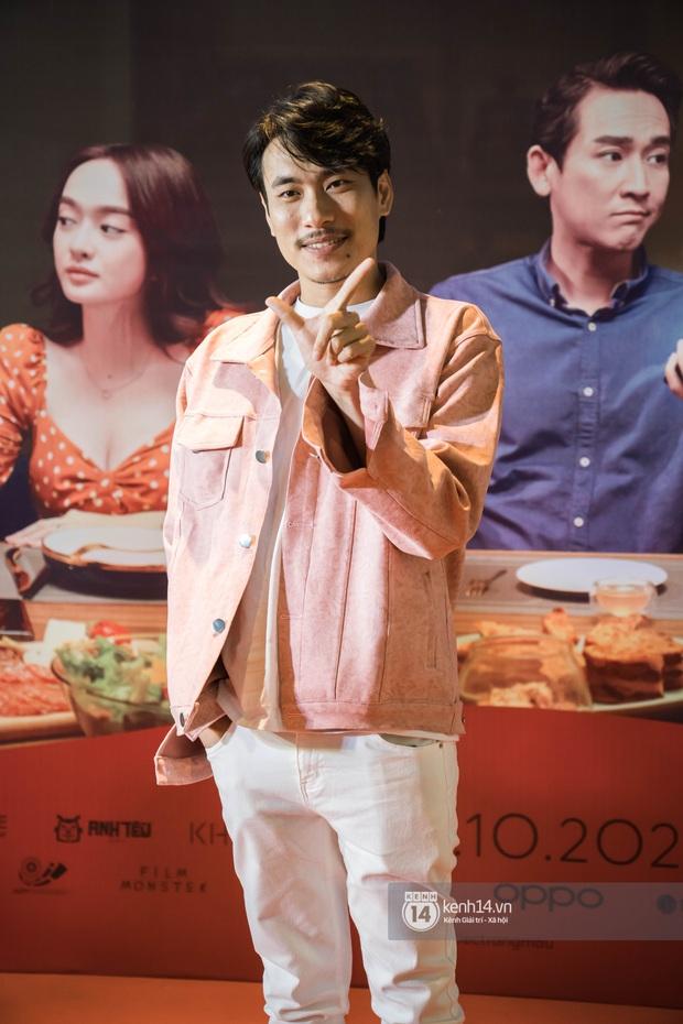 Kaity Nguyễn diện cây đen nền nã, dính như sam với tình màn ảnh Kiều Minh Tuấn ở thảm đỏ Tiệc Trăng Máu - Ảnh 3.