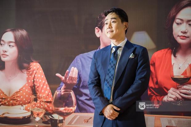 Kaity Nguyễn diện cây đen nền nã, dính như sam với tình màn ảnh Kiều Minh Tuấn ở thảm đỏ Tiệc Trăng Máu - Ảnh 7.