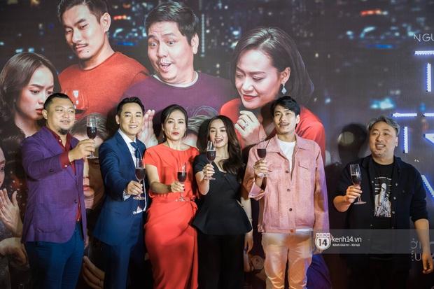 Kaity Nguyễn diện cây đen nền nã, dính như sam với tình màn ảnh Kiều Minh Tuấn ở thảm đỏ Tiệc Trăng Máu - Ảnh 1.