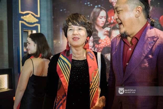 Kaity Nguyễn diện cây đen nền nã, dính như sam với tình màn ảnh Kiều Minh Tuấn ở thảm đỏ Tiệc Trăng Máu - Ảnh 12.