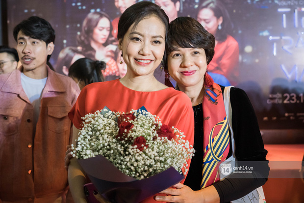 Kaity Nguyễn diện cây đen nền nã, dính như sam với tình màn ảnh Kiều Minh Tuấn ở thảm đỏ Tiệc Trăng Máu - Ảnh 11.