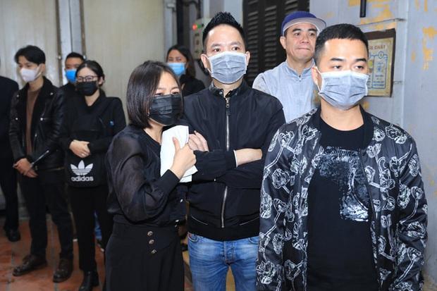 Quang Hà khóc nức nở trong tang lễ anh trai ruột, Lệ Quyên cùng nhiều nghệ sĩ xót thương - Ảnh 9.