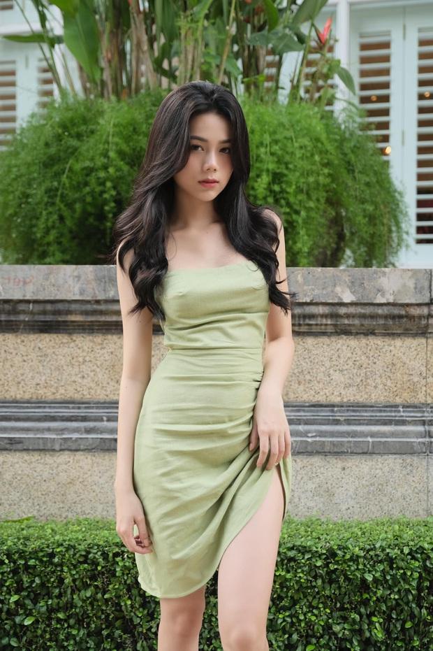 Đọ style của 2 hot girl tạp hóa đình đám: Thúy Hằng rất xinh và bốc nhưng có đủ để lấn át tiền bối Hàn Hằng? - Ảnh 1.