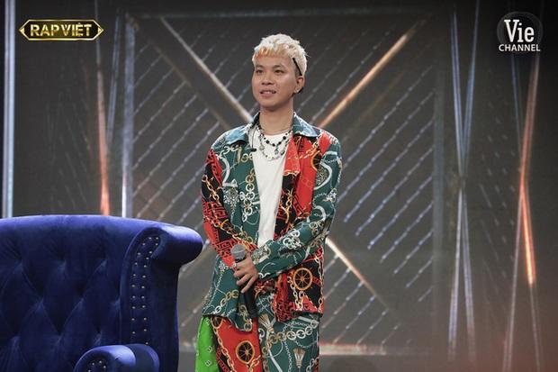 Người trong ekip kể chuyện Binz gọi thí sinh đến studio mỗi ngày, tận tâm dạy và mix nhạc để mang đến sân khấu tốt nhất tại Rap Việt - Ảnh 3.