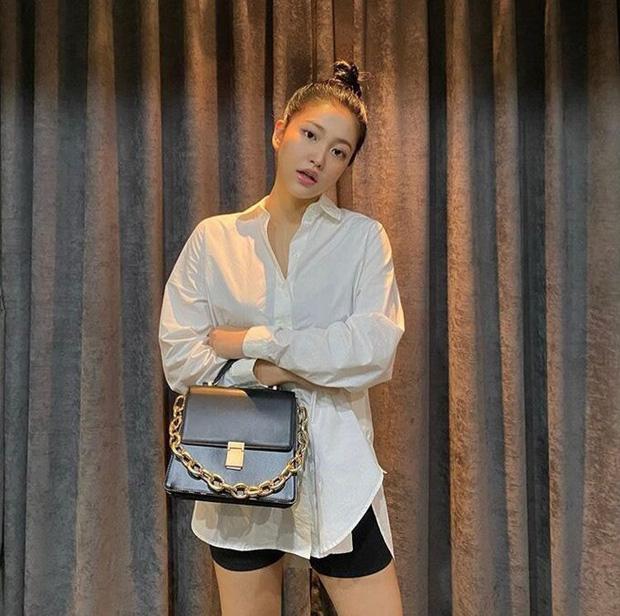 Em út Red Velvet môi tều khác lạ và còn pose đầy khêu gợi, thánh soi tố ngay bắt chước Jennie (BLACKPINK) - Ảnh 6.