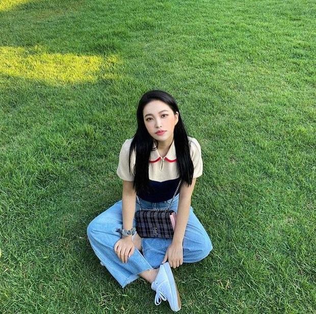 Em út Red Velvet môi tều khác lạ và còn pose đầy khêu gợi, thánh soi tố ngay bắt chước Jennie (BLACKPINK) - Ảnh 8.