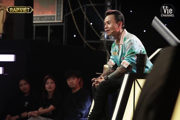 Người trong ekip kể chuyện Binz gọi thí sinh đến studio mỗi ngày, tận tâm dạy và mix nhạc để mang đến sân khấu tốt nhất tại Rap Việt - Ảnh 5.