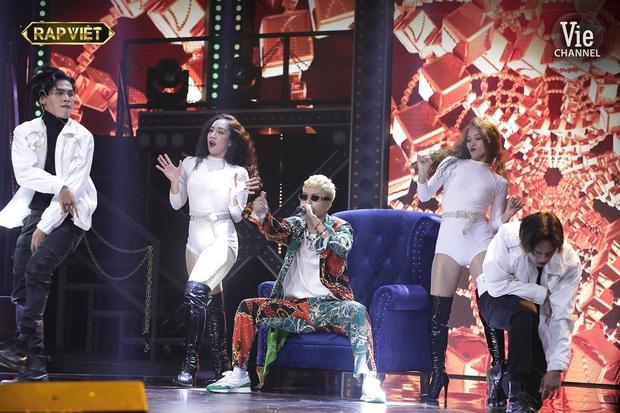 Phấn khích như R.Tee, hét thất thanh trong cánh gà khiến MC Trấn Thành đang dẫn chương trình cũng... đứng hình - Ảnh 5.