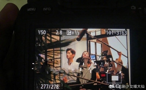 Địch Lệ Nhiệt Ba cười tít mắt với Dương Dương trên phim trường, chưa gì đã thấy chemistry tung tóe - Ảnh 2.