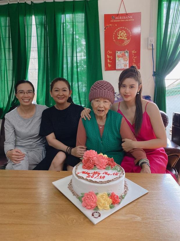 """Hậu """"chiến tranh lạnh"""" vì kết hôn với Tim, Trương Quỳnh Anh đăng khoảnh khắc chứng minh quan hệ với bố mẹ - Ảnh 2."""