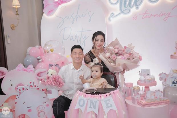 Bùi Tiến Dũng tổ chức sinh nhật cho con gái, hành động ôm hôn thắm thiết bà xã giật trọn spotlight! - Ảnh 3.