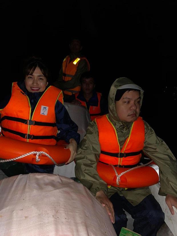 Hoà Minzy thức trắng 2 đêm liền để cứu trợ bà con, kiệt sức đến ngủ thiếp đi tại sân bay về Sài Gòn - Ảnh 4.