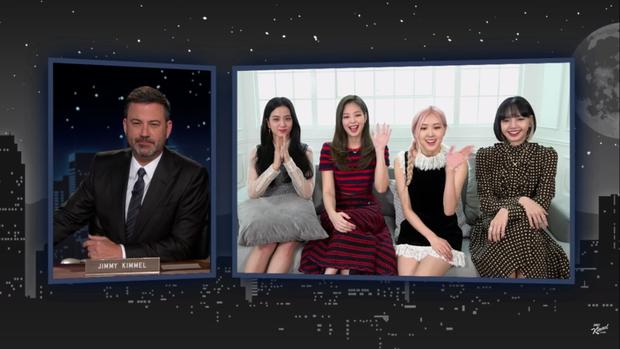 BLACKPINK giao lưu trên talkshow Mỹ: Jisoo tự tin hơn dù chỉ được hỏi đúng 1 câu tiếng Anh - Ảnh 1.