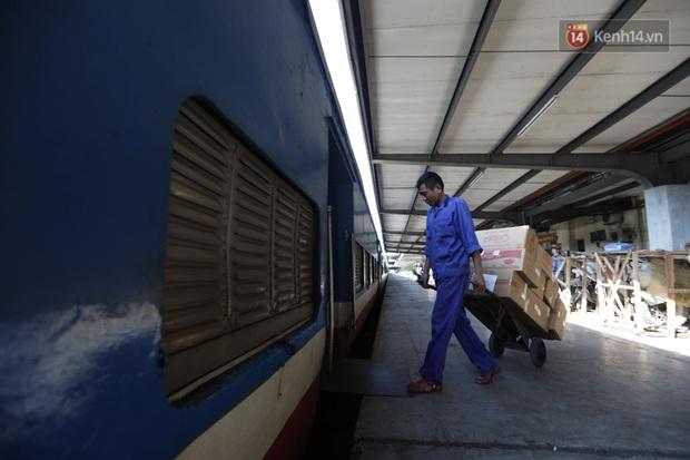 Đường sắt Việt Nam vận chuyển hàng hóa miễn phí vào miền Trung ngay sau khi thông đường - Ảnh 8.