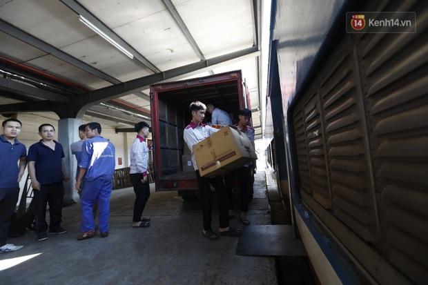 Đường sắt Việt Nam vận chuyển hàng hóa miễn phí vào miền Trung ngay sau khi thông đường - Ảnh 3.