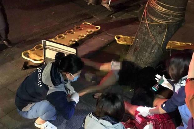 Hà Nội: 2 cô gái thương vong do điều khiển xe máy lao vào gốc cây, văng xa 100m lúc rạng sáng - Ảnh 2.