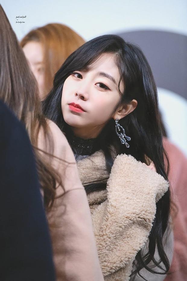 8 nữ idol xinh đến mức camera không bắt trọn được vẻ đẹp: Jennie ngoài đời thần thánh hơn, loạt búp bê sống Kbiz khiến fan sốc visual - Ảnh 30.