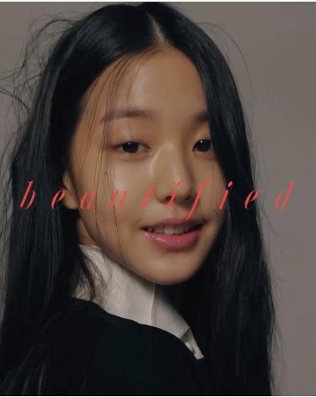 Netizen sốc nặng vì ảnh tạp chí thảm họa nhất Kpop: Dìm cả girlgroup xinh xắn, thánh body Wonyoung chưa phải khổ nhất - Ảnh 2.