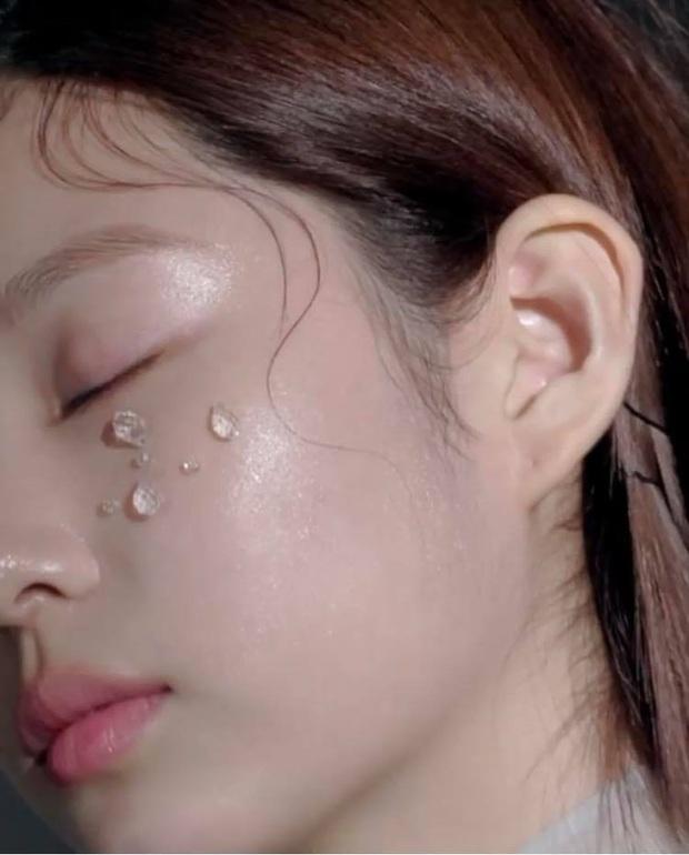 Netizen sốc nặng vì ảnh tạp chí thảm họa nhất Kpop: Dìm cả girlgroup xinh xắn, thánh body Wonyoung chưa phải khổ nhất - Ảnh 14.