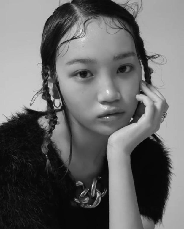 Netizen sốc nặng vì ảnh tạp chí thảm họa nhất Kpop: Dìm cả girlgroup xinh xắn, thánh body Wonyoung chưa phải khổ nhất - Ảnh 5.