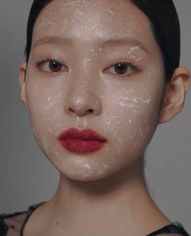 Netizen sốc nặng vì ảnh tạp chí thảm họa nhất Kpop: Dìm cả girlgroup xinh xắn, thánh body Wonyoung chưa phải khổ nhất - Ảnh 10.