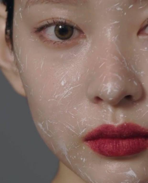 Netizen sốc nặng vì ảnh tạp chí thảm họa nhất Kpop: Dìm cả girlgroup xinh xắn, thánh body Wonyoung chưa phải khổ nhất - Ảnh 11.