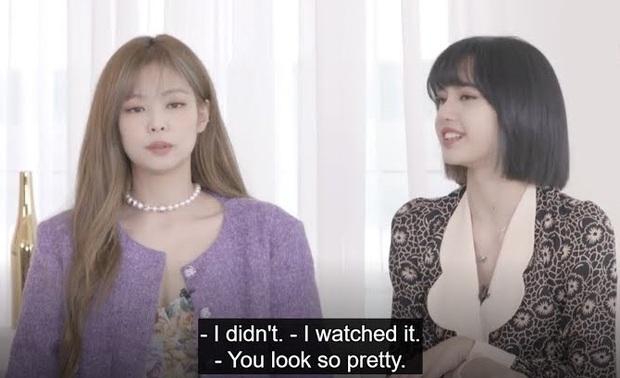Vì chủ quan mà Jisoo (BLACKPINK) phải chịu lạnh cứng người để đổi lấy cảnh quay đắt giá trong MV Lovesick Girls - Ảnh 7.