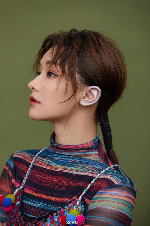 Soi nhan sắc đẹp hoàn hảo từ mặt cho tới body của những nữ BLV nổi tiếng nhất làng LMHT Trung Quốc - Ảnh 2.
