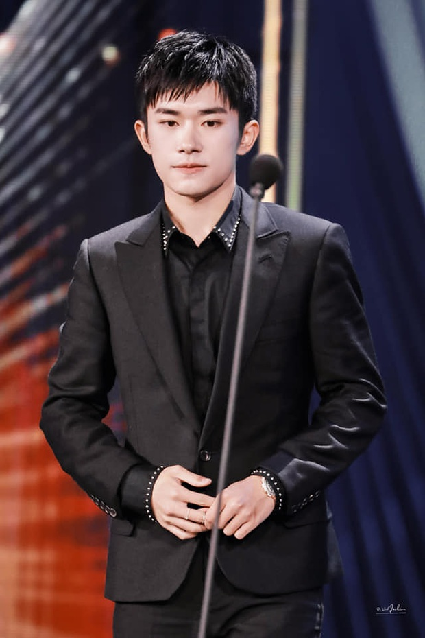 Top 1 Weibo: Em trai 7 tuổi của Dịch Dương Thiên Tỉ trở thành người trẻ nhất thế giới lập kỷ lục bịt mắt chơi rubik - Ảnh 6.