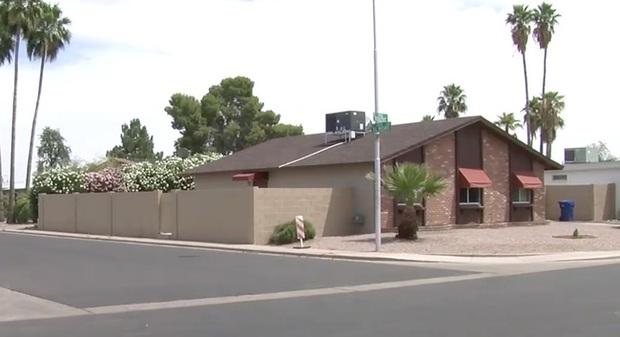 Bé gái mất tích ngay gần nhà, cảnh sát điều tra, nghi ngờ bố đứa trẻ và 10 năm sau, sự xuất hiện của tờ tiền 1 USD xáo trộn mọi thứ - Ảnh 2.