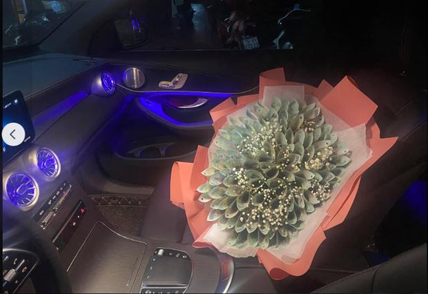 Thần rừng của Team Flash khoe tiềm lực tài chính mạnh mẽ: Tặng mẹ bó hoa trăm triệu mừng 20/10 - Ảnh 4.