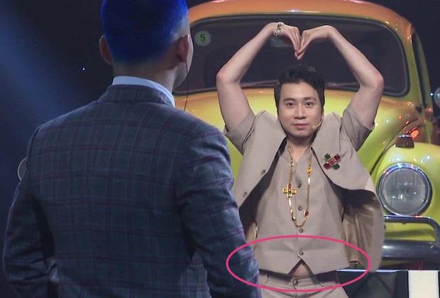 Sao Việt và những pha lộ nguyên hình trên sóng truyền hình: Người ngấn mỡ bụng, người lộ mỡ lưng bèo nhèo - Ảnh 9.