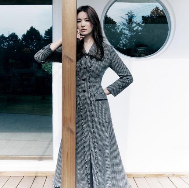 Song Hye Kyo gây xôn xao vì bộ ảnh mới: Gương mặt cứng đơ và dừ hơn hẳn, nghi PTS ít nên nhan sắc thật bị bóc trần - Ảnh 6.