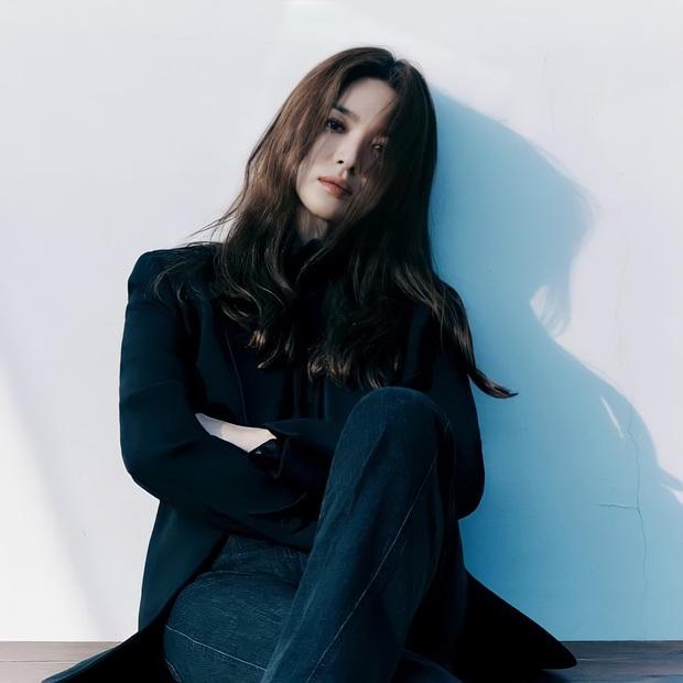 Song Hye Kyo gây xôn xao vì bộ ảnh mới: Gương mặt cứng đơ và dừ hơn hẳn, nghi PTS ít nên nhan sắc thật bị bóc trần - Ảnh 4.