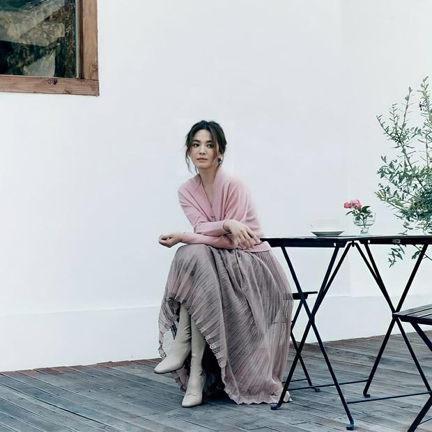 Song Hye Kyo gây xôn xao vì bộ ảnh mới: Gương mặt cứng đơ và dừ hơn hẳn, nghi PTS ít nên nhan sắc thật bị bóc trần - Ảnh 7.