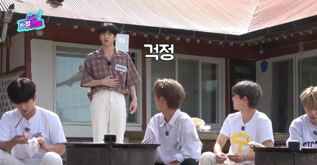 Nhìn mà lo giùm: Nam idol vừa ăn no đã lộn nhào giữa sân khiến ai nấy đều sợ đồ ăn sẽ... trào ngược ra ngoài - Ảnh 9.