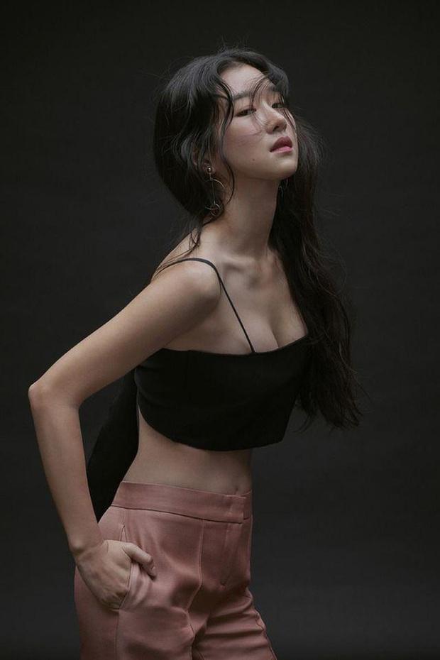 Nghẹt thở vì vòng 1 căng tràn của Seo Ye Ji: Diện đồ hở sexy bức thở, mặc đồ kín vẫn nóng bỏng bức người - Ảnh 10.