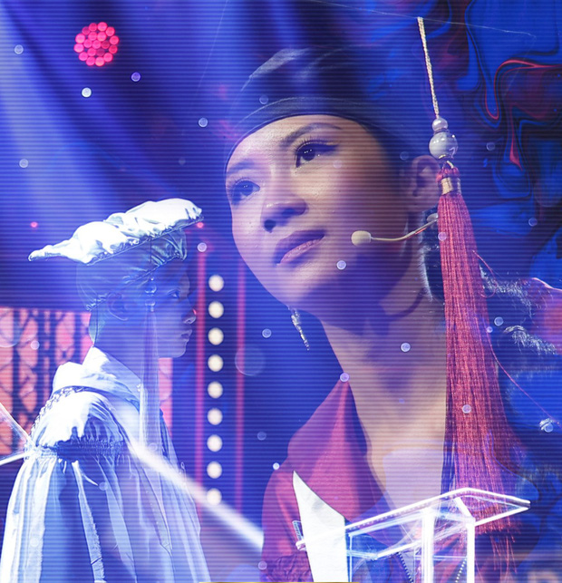 Suboi bỗng hóa thành... bà hội đồng diện áo dài, cầm quạt phe phẩy cực ngầu trên ghế nóng Rap Việt - Ảnh 6.